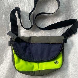 NWOT Lululemon mini all night festival bag